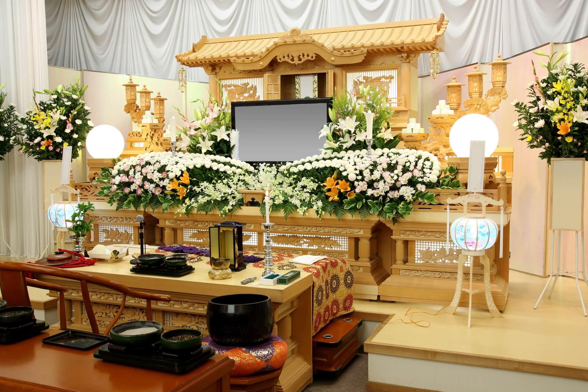 川崎市で家族葬をご検討中の方に祭壇に種類をご紹介