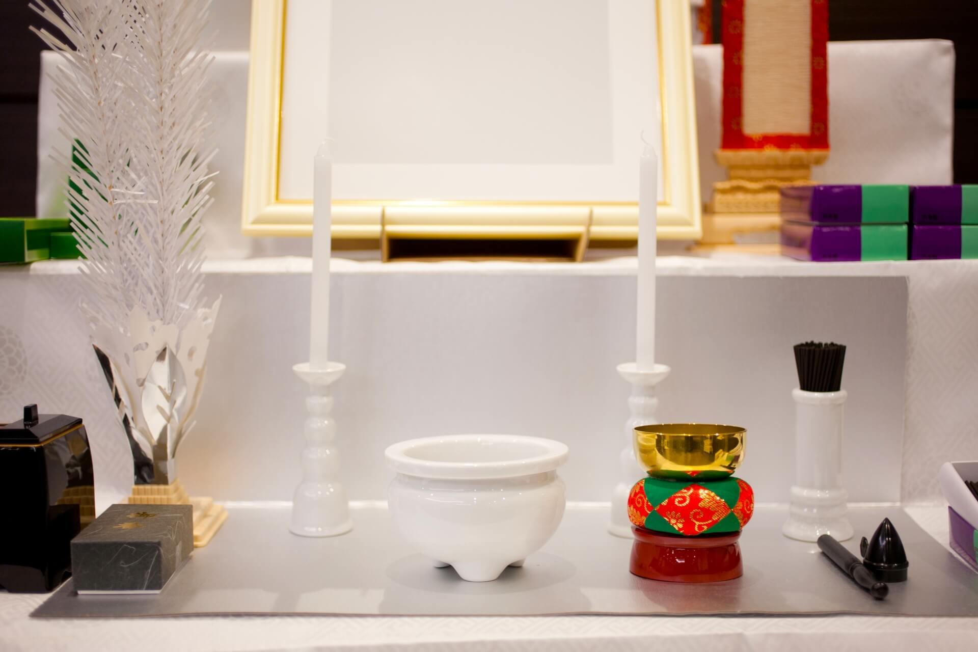 川崎市で身内だけの家族葬を行う場合どのような祭壇を選べばいい?