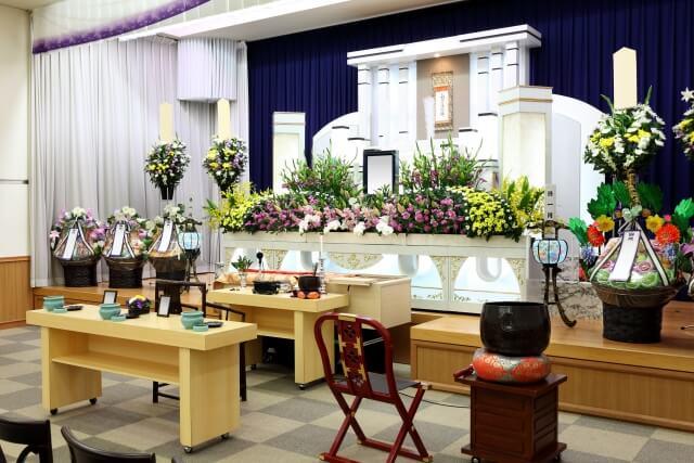 高津区の葬儀で配置される供花とは?